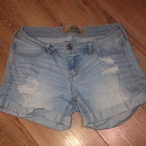 Barely worn Hollister Midi shorts